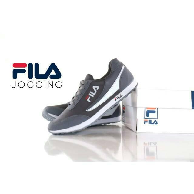 Temukan Sepatu Fila Sneakers Kasual Pria Sz 39 - 44 Made In Vietnam Grade  Original  e277de5d12