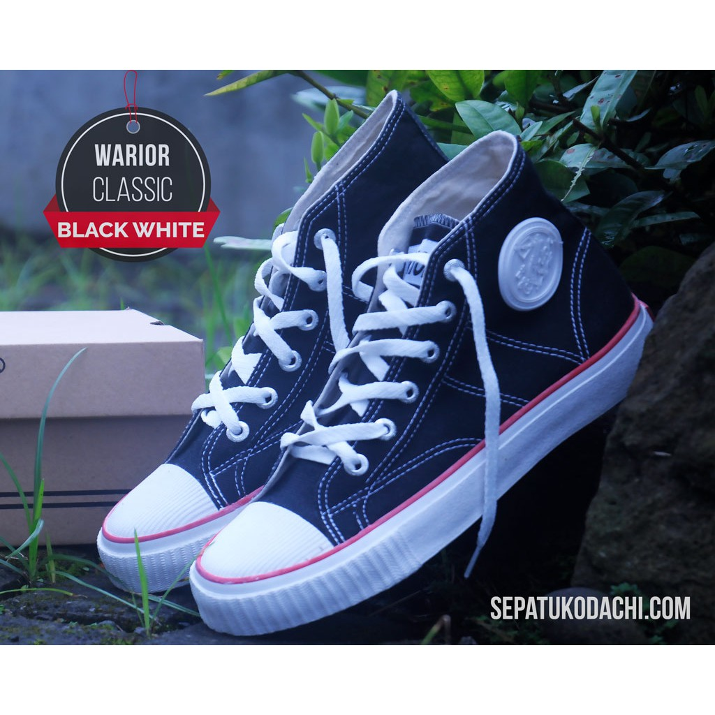 Sepatu Reebok Classic Hitam List Putih  4bcc93a1bf