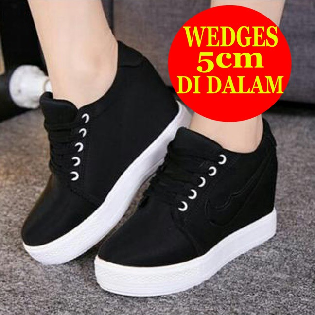 Unik Sneakers Wedges Wanita Stripe Krisbow Hitam Putih R2 Murah ... 11be1fa53c