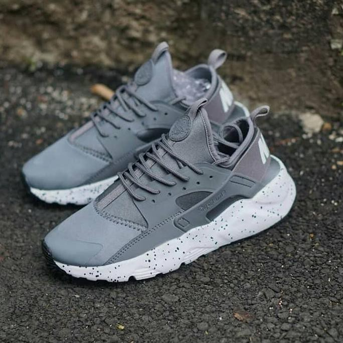 TERBATAS Nike Huarache Man / Grey White / Sepatu Pria Running Gym Casual Barang Berkualitas