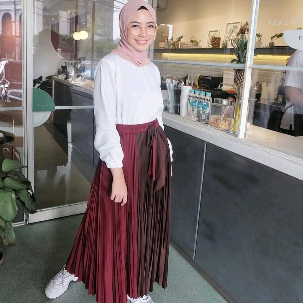 1a75f0e098 Rok twotone velvet plisket with tali pinggang / pakaian trendy masa kini