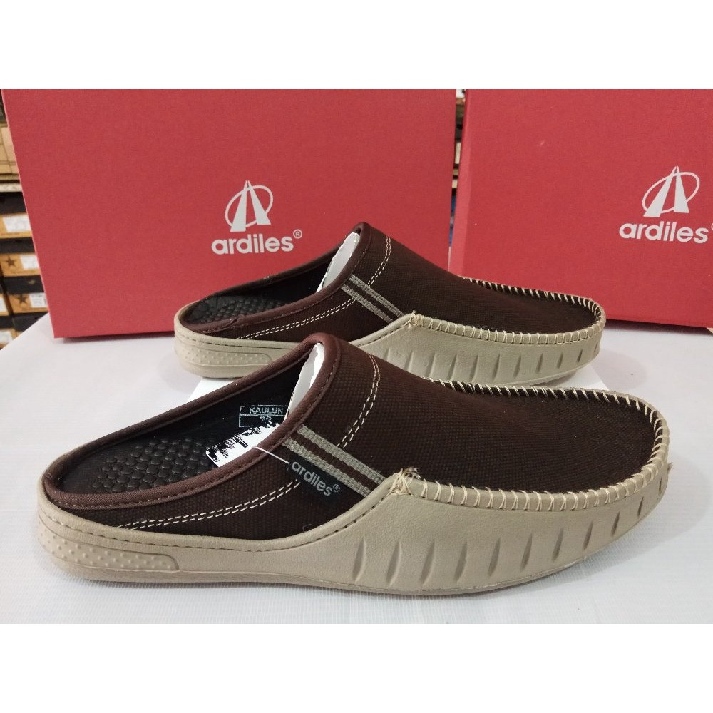 Harga Jual Ardiles Men Otsuka Phylon Shoes Coklat Cokelat 40 Terbaru Acrorip 903 One Phase Print Tinta Putih Dan Warna Bersamaan Sepatu Selop Bordas Hitam Shopee Indonesia