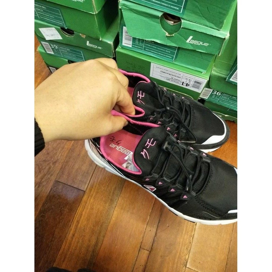 Sepatu League Kumo W Running Shoes Cewe Sepatu Lari Ringan Murah Promo -  Hitam c9b0d8c79f