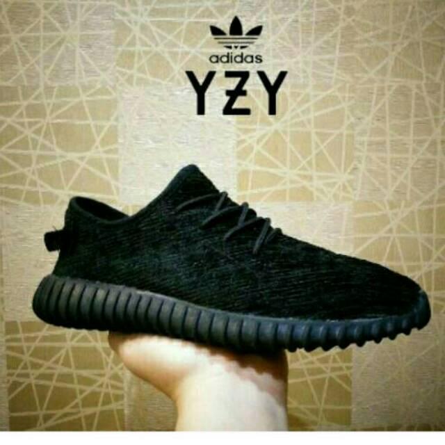 Sepatu Pria Wanita Anak Sekolah Adidas Yeezy Boost Import Black White    Hitam Putih  68085937f2