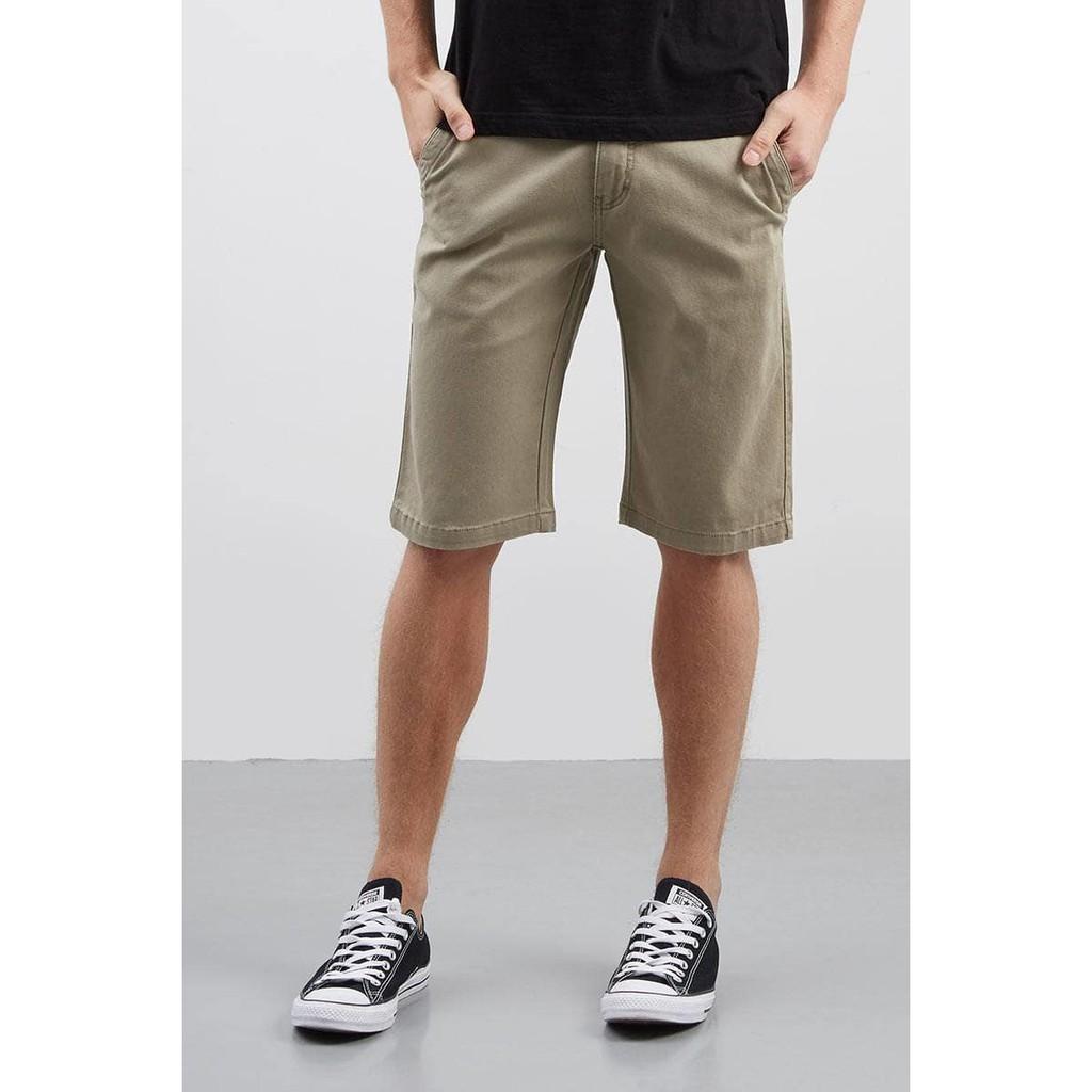 Celana pendek .