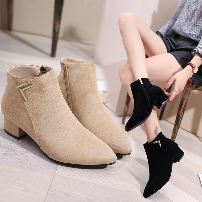 Sepatu Boots Wanita Low Heels Tebal Pointed Toe Gaya Eropa