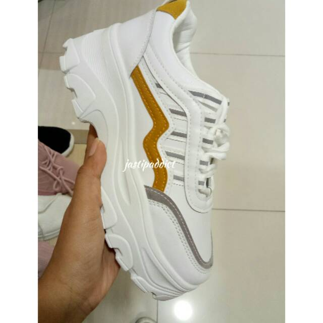 St Moritz Sneakers Simple Line With Dense Sol Shopee Indonesia