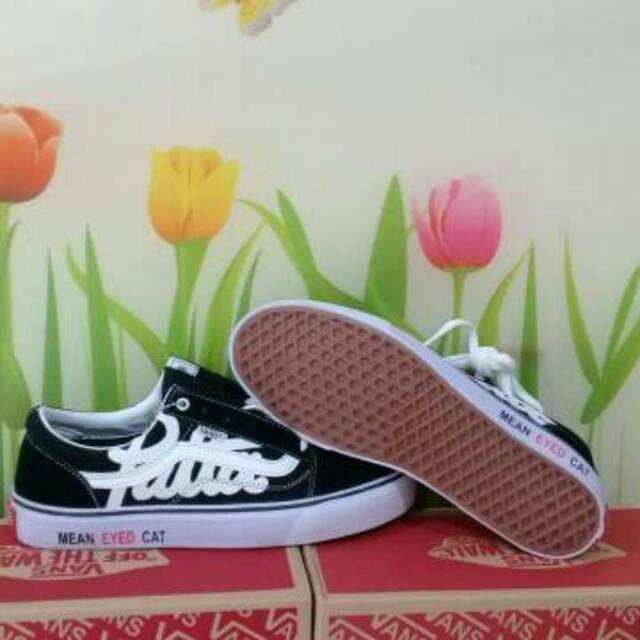 Foto - Foto  Fashion  Sepatu Vans Oldskool Patta Hitam putih impor Premium  Cewek Cowok kerja Hangout kuliah 7dd334a555