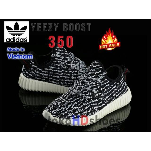 Sepatu Pria Wanita Anak Sekolah Adidas Yeezy Boost Import Black White    Hitam Putih  0ebf70473d