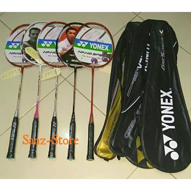 Raket Badminton .