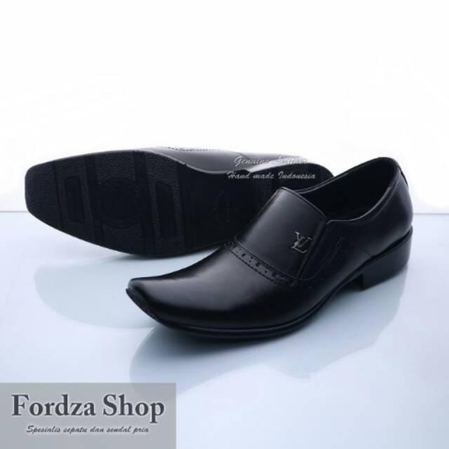 Sepatu Pantofel Kantor Formal Pria Kulit JT10  3e7c6dbdc6