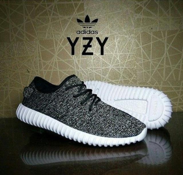 Sepatu Adidas Yeezy Boost 350 Warna Fullblack Hitam Polos Hitam