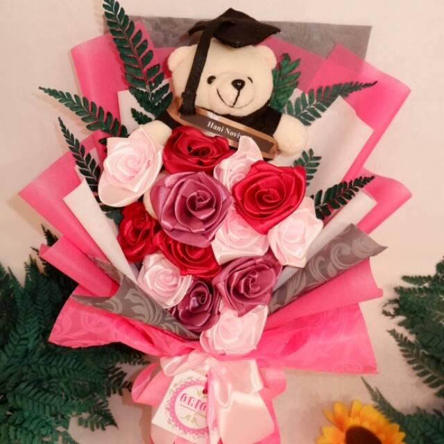 Buket Bunga Wisuda Bouquet Bunga Bucket Bunga Hadiah Pacar Hadiah Wisuda Anniversary Valentine Shopee Indonesia