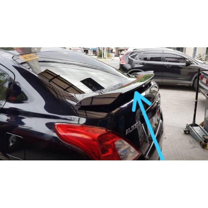 spoiler Nissan Almera sedan Almera dengan lampu
