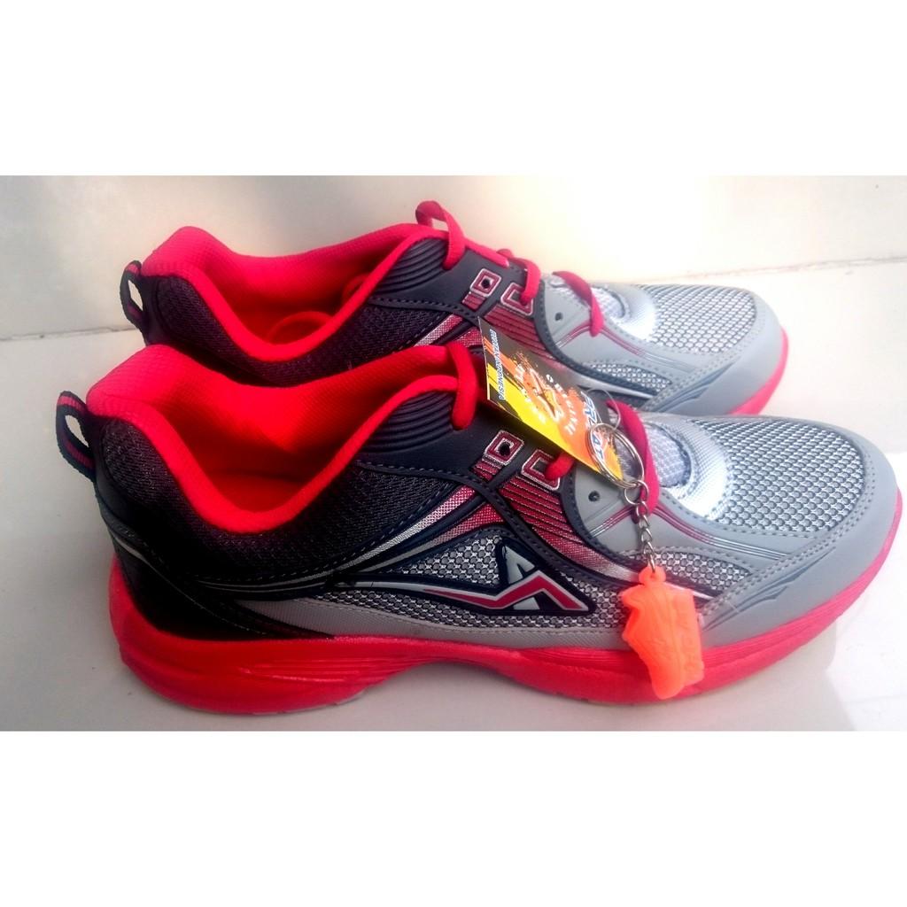 Dr Kevin Men Sneakers 9307 4 Warna Hitam Army Maroon Abu Casual Shoes 13355 Grey Muda 42 40 Shopee Indonesia