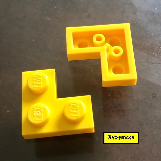 New LEGO Lot of 2 Yellow 4x4 Round Plate Pieces