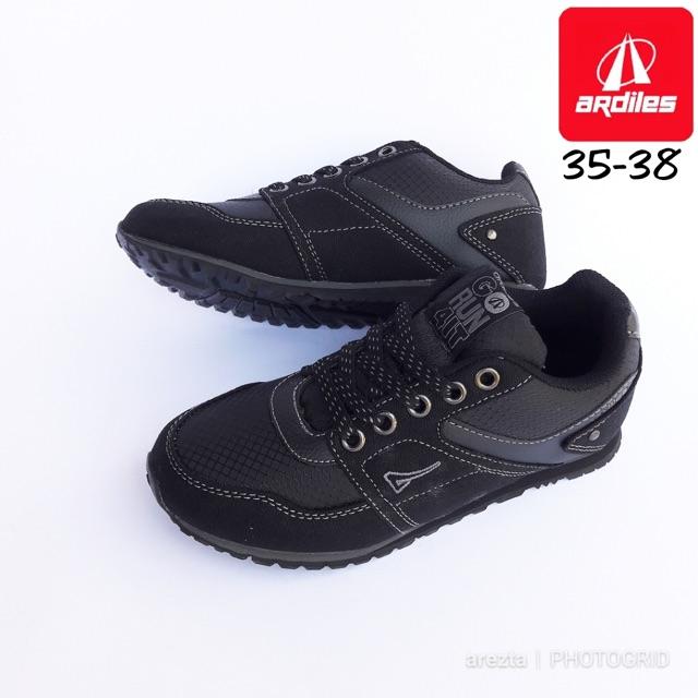 76+ Gambar Sepatu Ardiles Hitam Polos Paling Keren