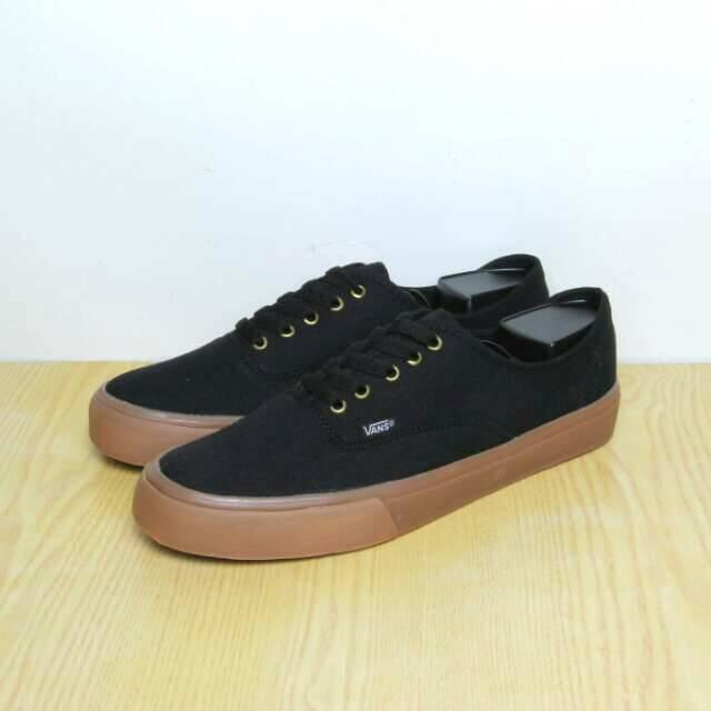 Sepatu Sneakers Converse Sekolah Kasual Kets Vans Authentic Mono - Hitam 736b708761