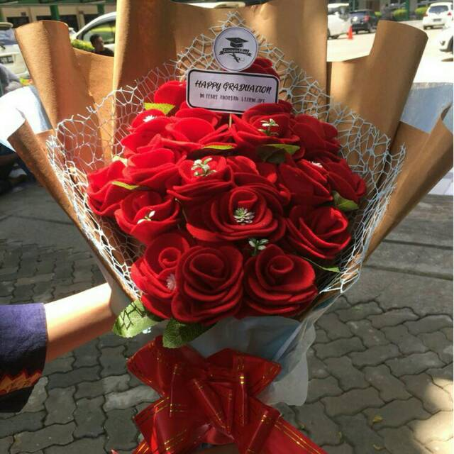 Buket Bunga Mawar Merah Hadiah Wisuda Ulang Tahun Pernikahan Untuk Orang Tersayang Jadian Dll Shopee Indonesia