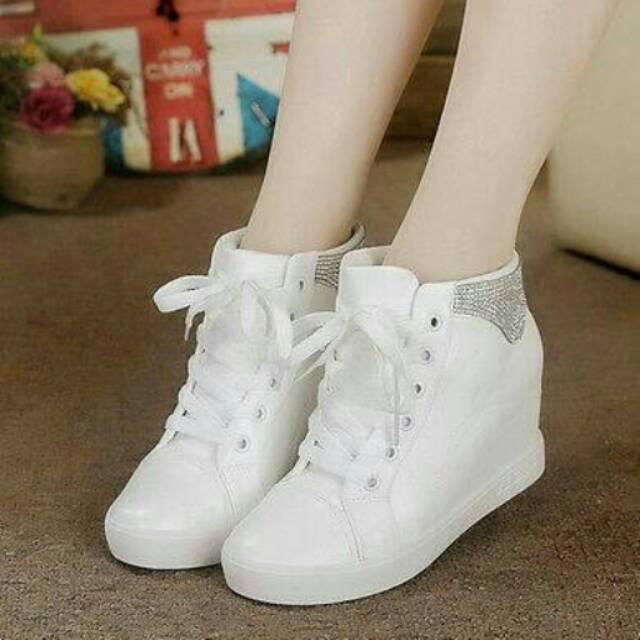 Sepatu wanita ket wedges adidas putih  91360c1eeb