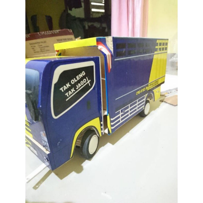 miniatur truk oleng isuzu NMR71 full lampu