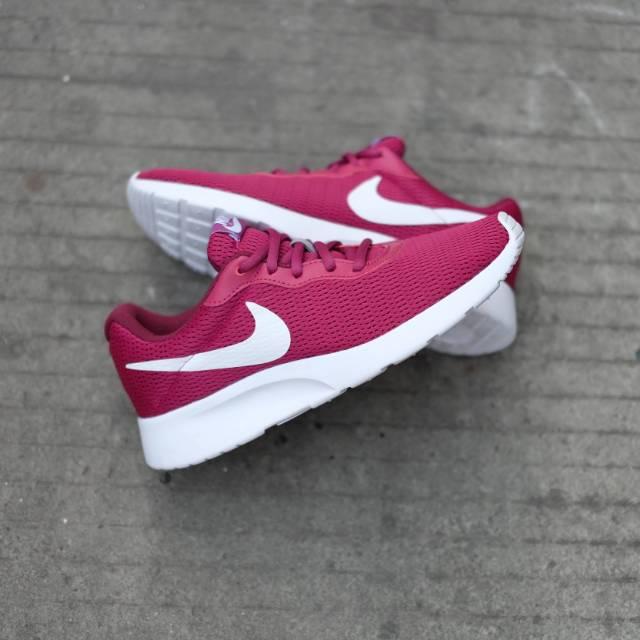 Nike tanjun trainer maroon women premium