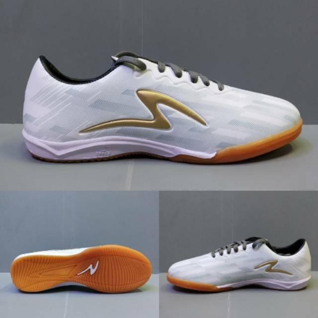 Sepatu Futsal Specs Accelerator Lightspeed Ii Putih List Gold