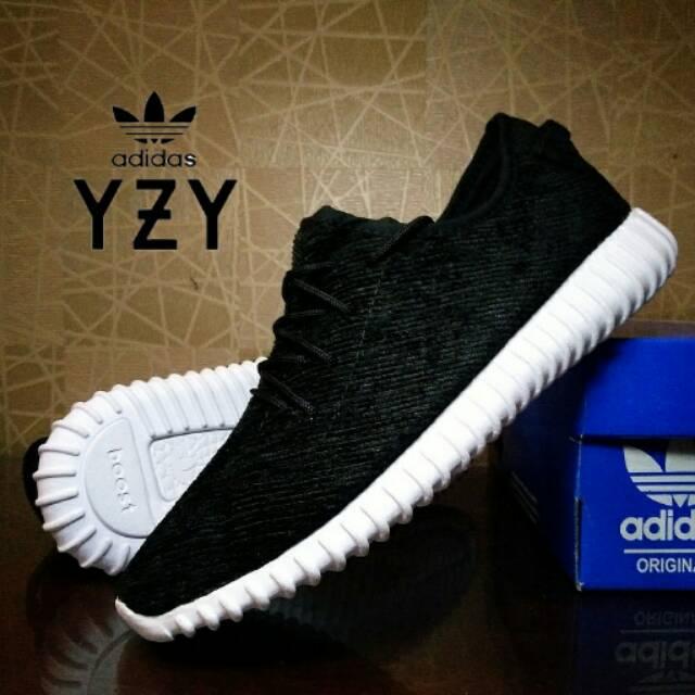 862c8fd02bb sepatu sneaker adidas yeezy boost 350 hitam putih   casual pria   yzy boost  black white