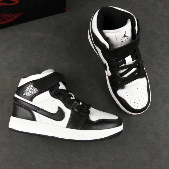 b58896b8606b62 Sepatu Anak Nike Air Jordan Retro 1