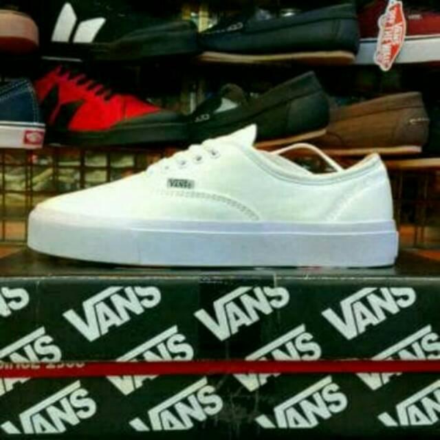 78620edf6b4e7e Sepatu Vans Authentic Full White Putih Polos Sneakers Kado Hadiah Cewek  Cowok