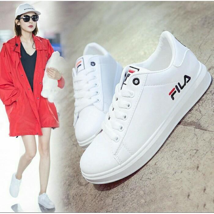Sepatu FILA Sport Putih Model Terbaru S218 Bkn Original Sneakers Pria  Wanita Olahraga Murah Keren  b51d3875df