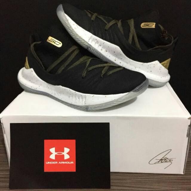 Sepatu Basket Cowok Under Armour Curry 3.0  e63c8dd8f9