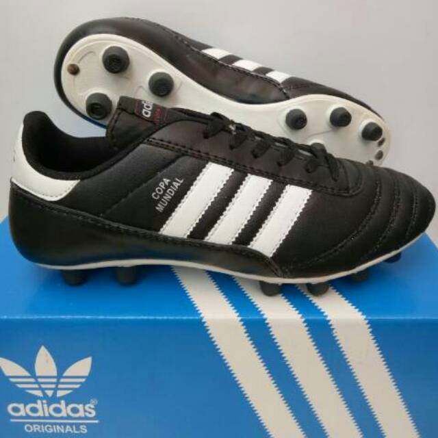 c05650726 Sepatu bola adidas copamundial kulit asli